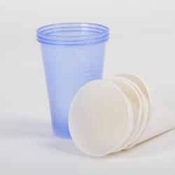 Plastikbecher und Papierbecher für Wasserspender